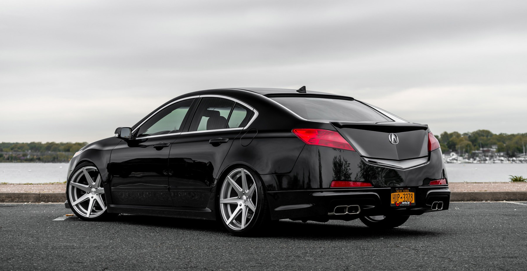 Black Acura TL x Rohana RC7 Wheels (Finished in Machined Silver)