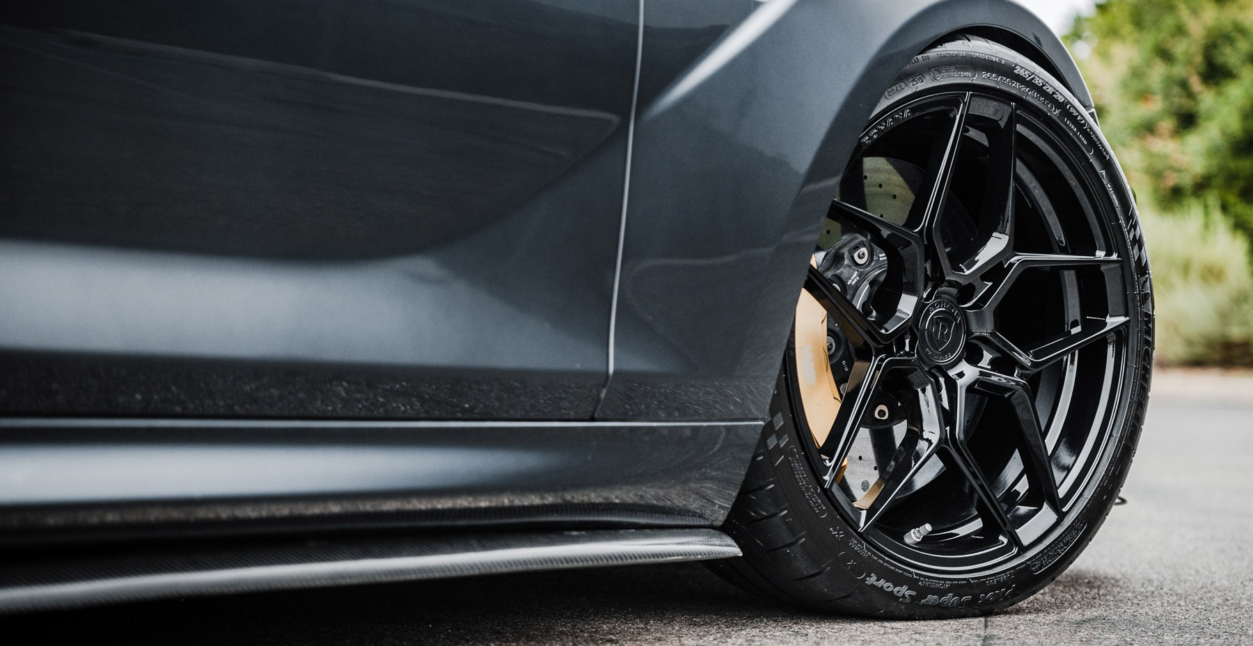 Black BMW M6 x Rohana RFX11 Wheels (Finished in Gloss Black)