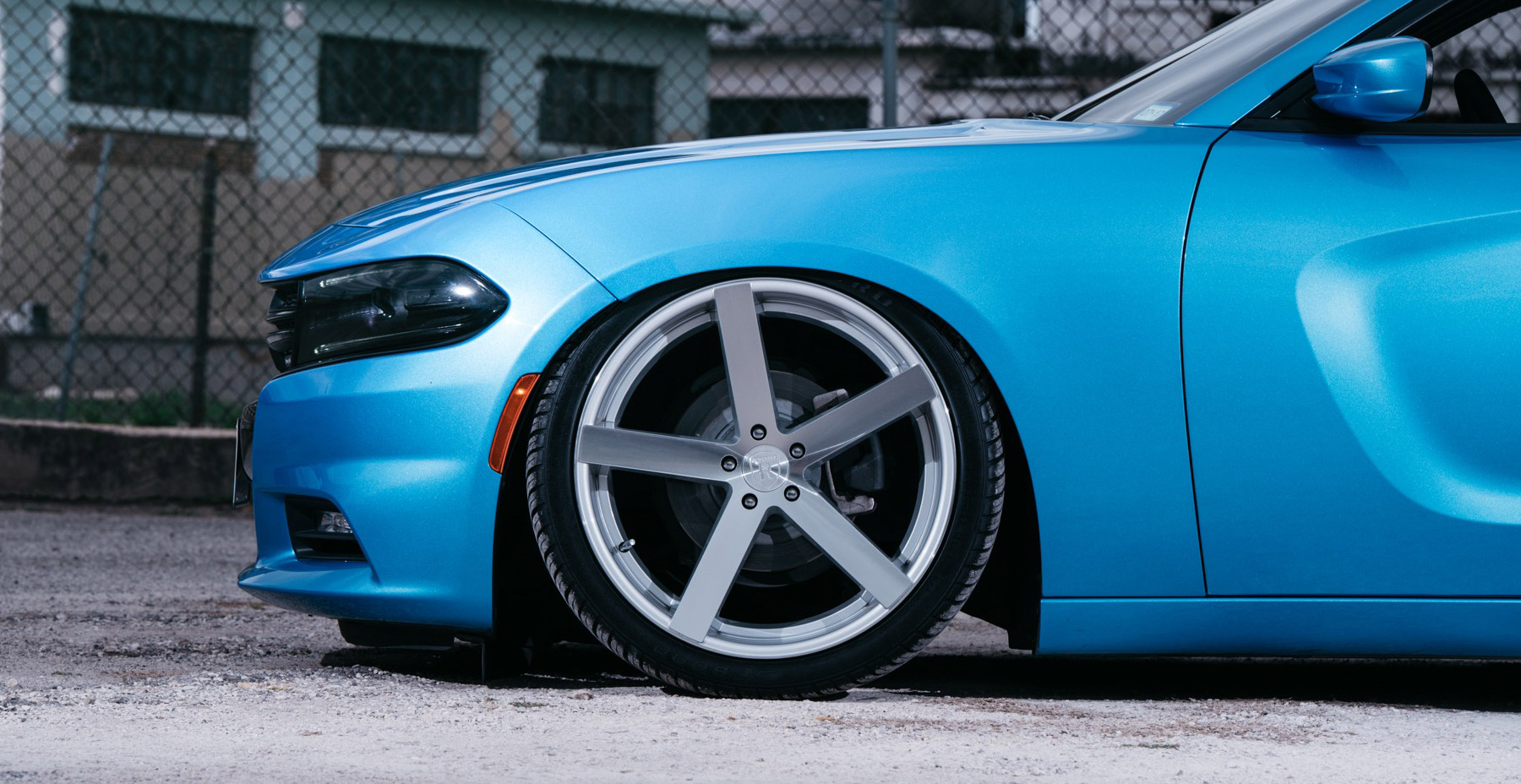 Blue Dodge Charger x Rohana RC22 Wheels (Finished in Machine Silver)
