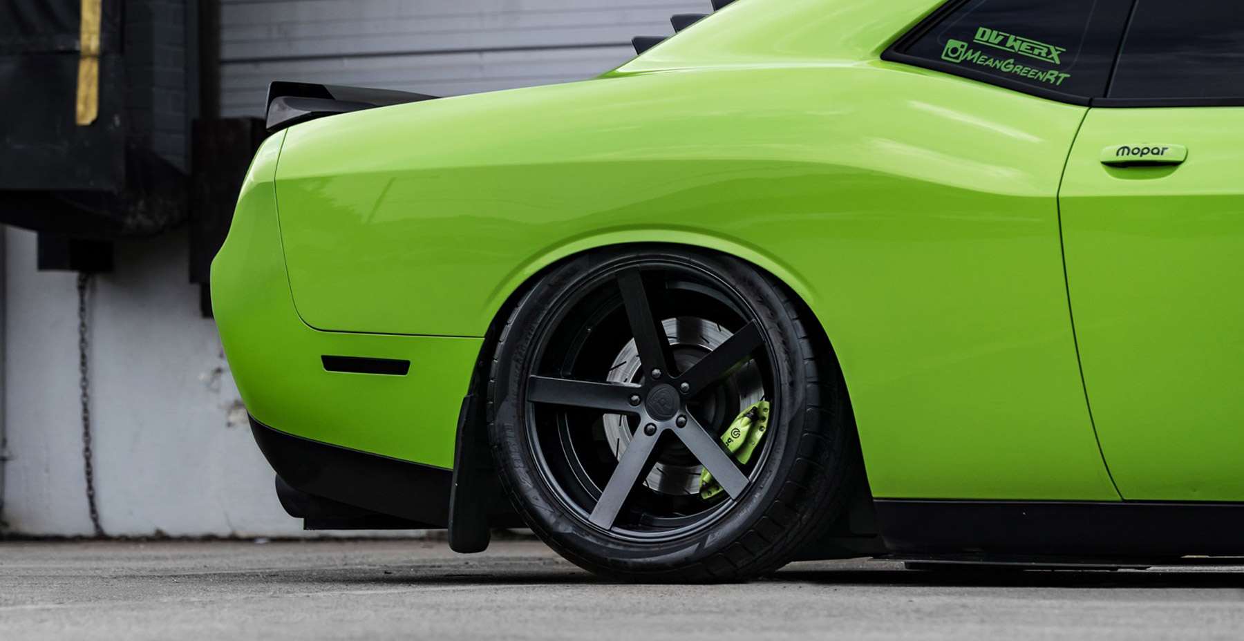 Green Dodge Challenger x Rohana RC22 Wheels (Finished in Matte Black)
