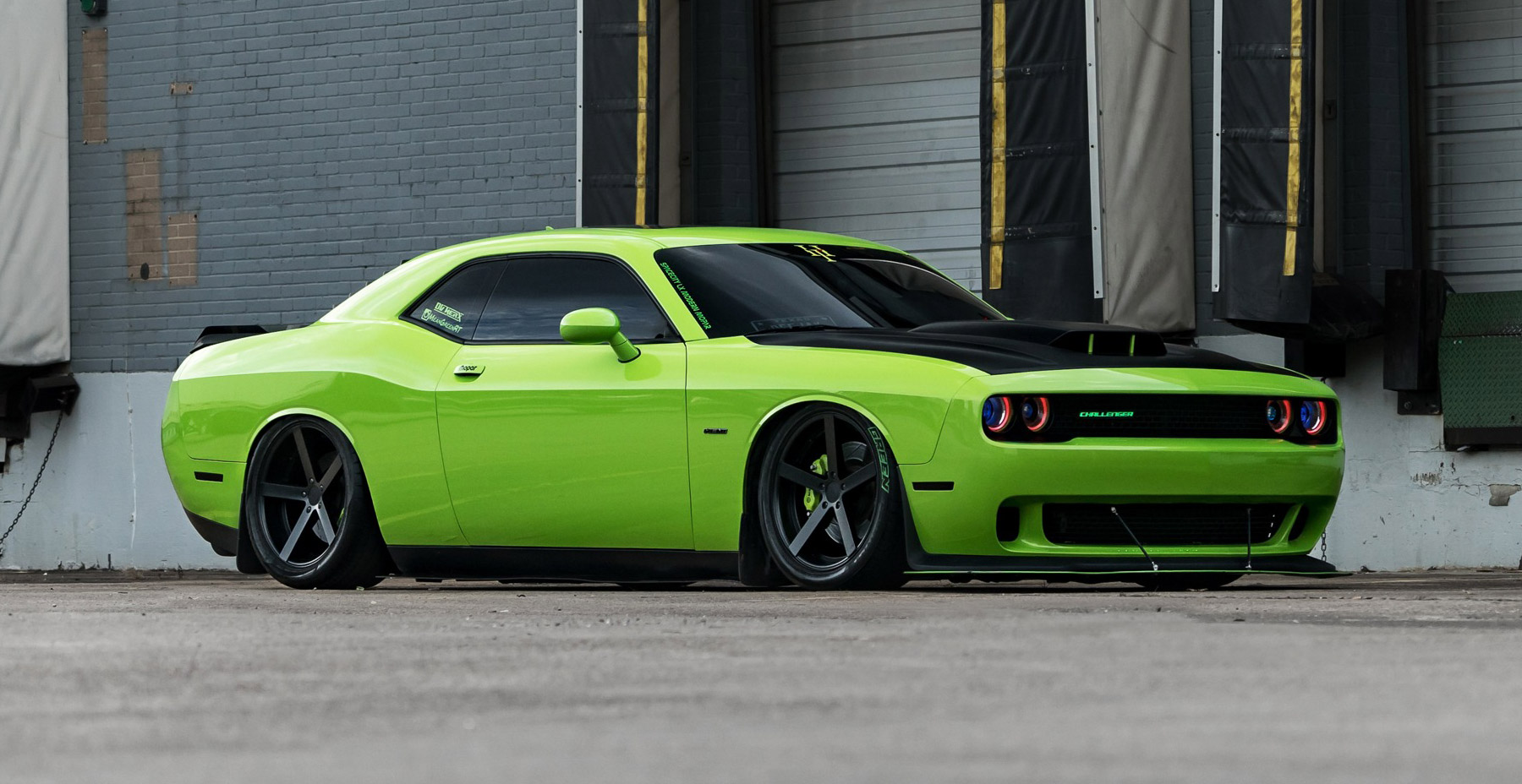 Green Dodge Challenger x Rohana RC22 Wheels (Finished in Matte Black Wheel)