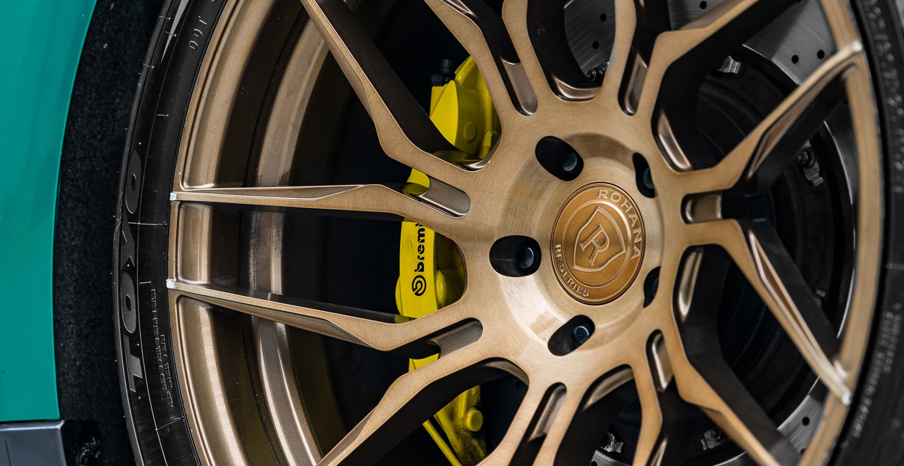 Green Nissan GTR x Rohana RFX7 Wheels (Finished in Brushed Bronze)