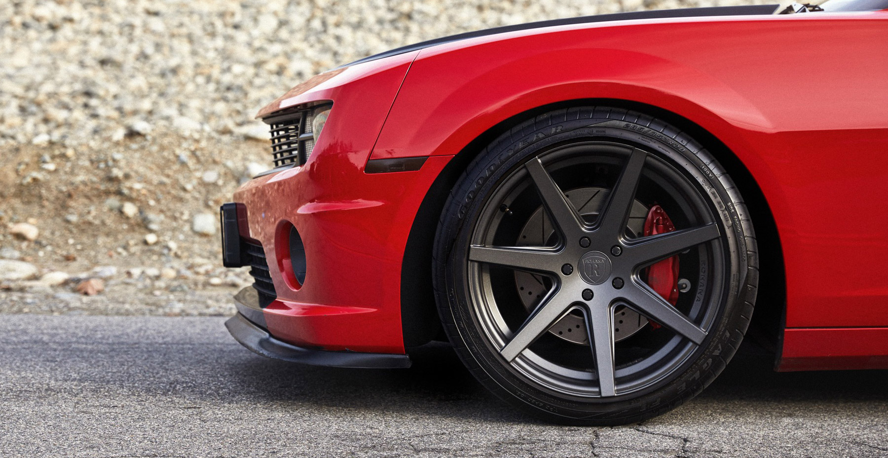 Red Chevrolet Camaro SS x Rohana RC7 Wheels (Finished in Matte Graphite)