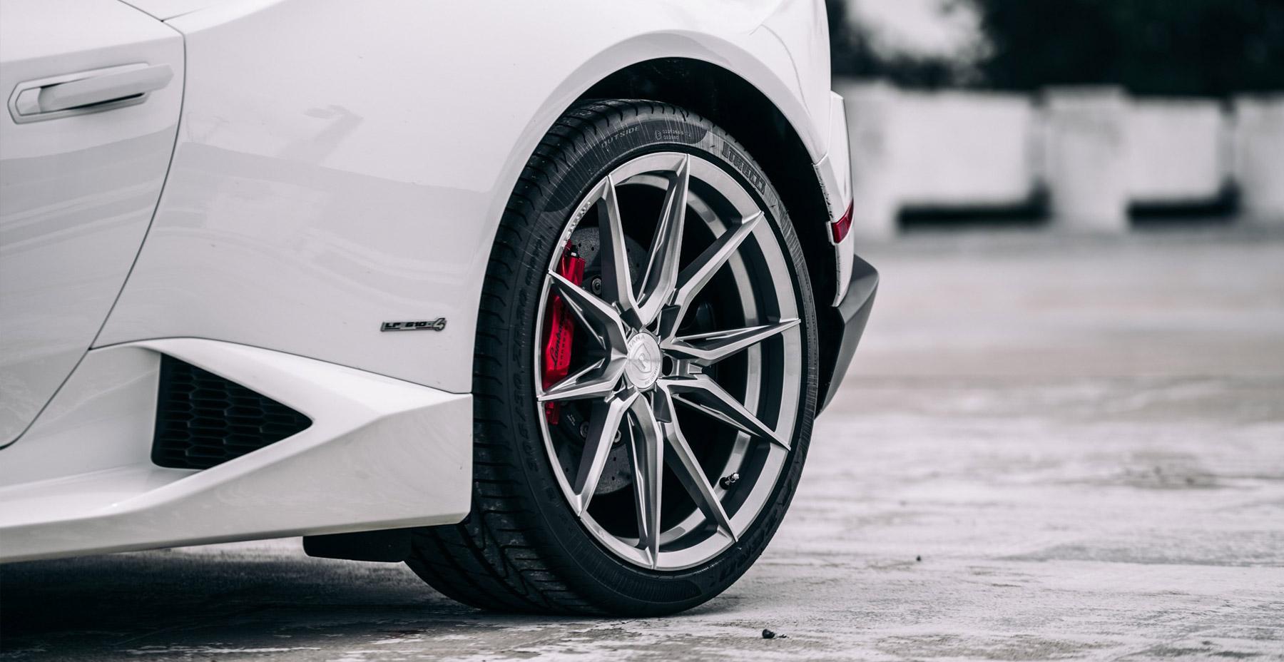 White Lamborghini Huracan x Rohana RFX13 Wheels (Finished in Brushed Titanium)